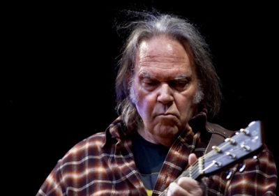 """Neil Young a dois passos da perfeição com """"Harvest"""""""