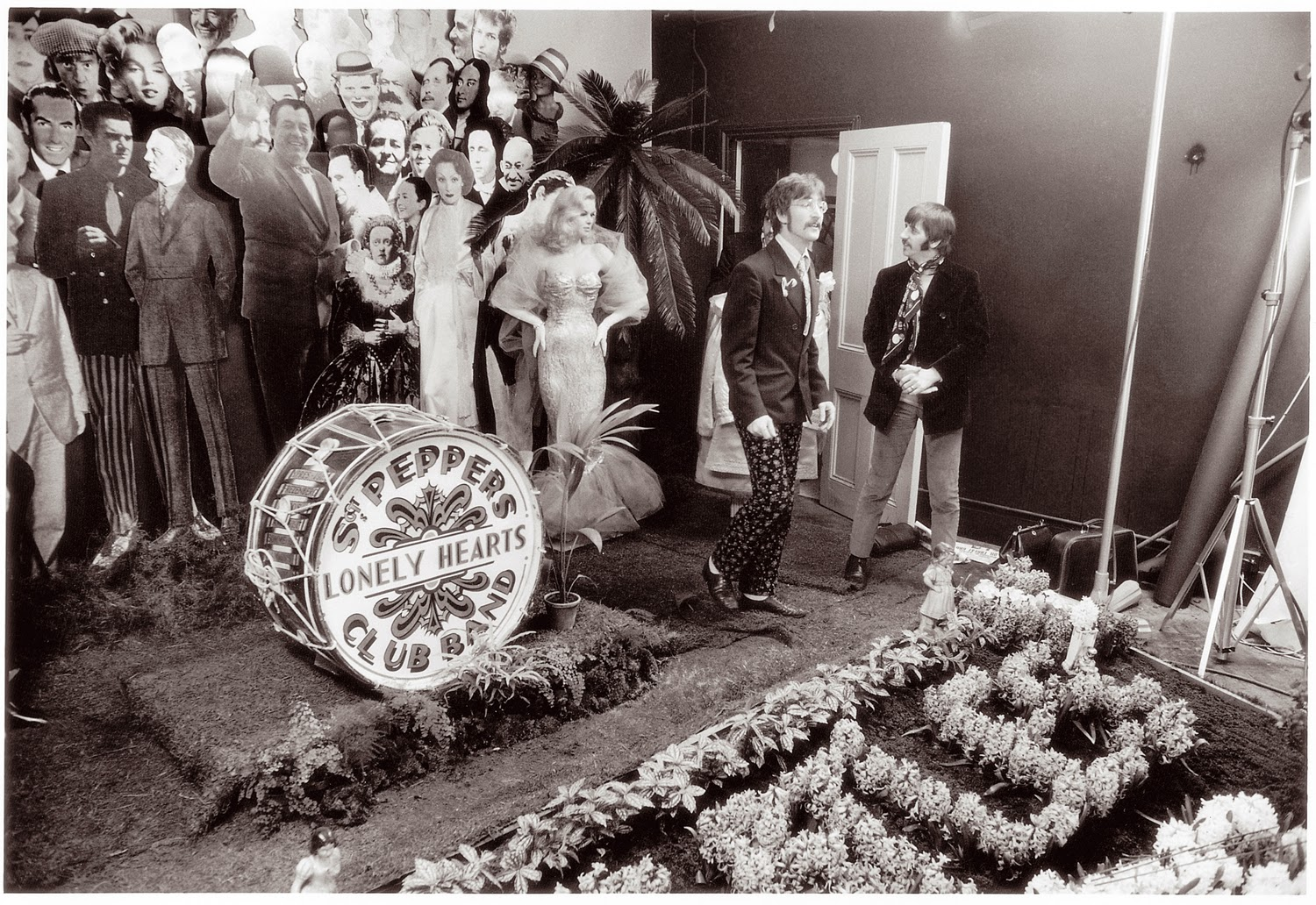Making The Cover for Sgt Pepper's Lonely Hearts Club Band (1)